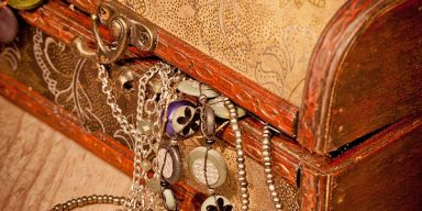 Indians Told To Avoid Keeping Jewelry at Home